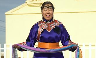 """希妮(鄂温克族)草原上有支文化""""轻骑兵"""""""