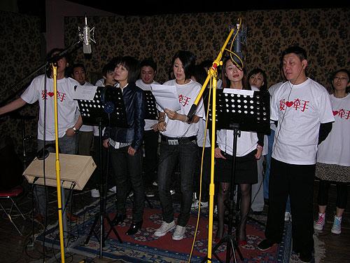 抗震救灾公益歌曲《生命的歌唱》--人民宽频--人民网 - 秋雨 - 秋雨 雨耐不住寂寞 就飘了下来