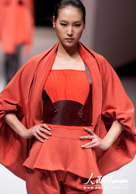 创意无限 2011大学生毕业设计时装展 (21)